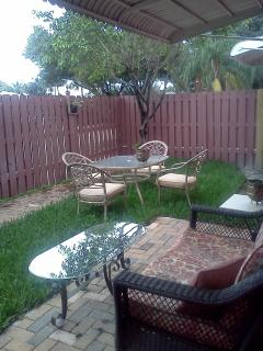 Private Fenced yard great for pets, sunbathing & outdoor dining