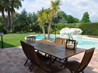 Lovely Villa- Heated Pool Close To Nice -For 9, Cagnes-sur-Mer