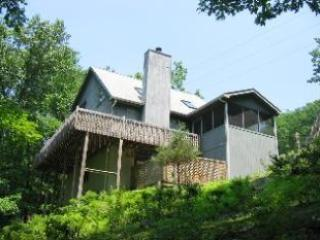 Mountainside Hideaway,walk to pool,hot tub,midweek, Bushkill