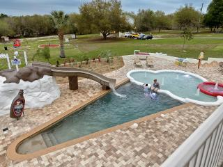 The Sweet Escape - 10 Bedrooms on 5 Acres!, Clermont