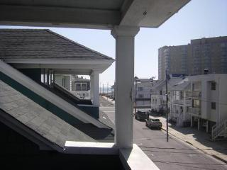 Beach Block 4 Bdrm Upper BCottage with Ocean Views, Ocean City