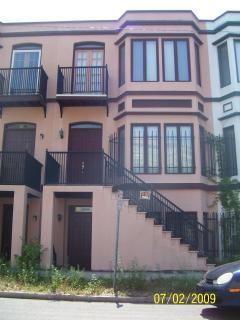 Historic Savannah -- townhouse 2br.