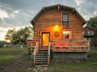 Cabin in Downtown w/ Hot Tub, Sleeps 6, Pagosa Springs