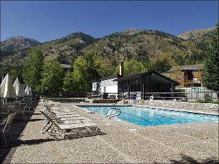 50 Yards to Moose Creek Lift - Heated Pool, Hot Tubs & Tennis Courts (3644), Jackson