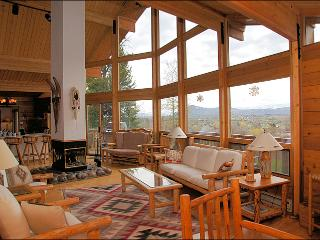 Large Living Room with Vaulted Ceilings, Desk with PC, & 360 degree fireplace.