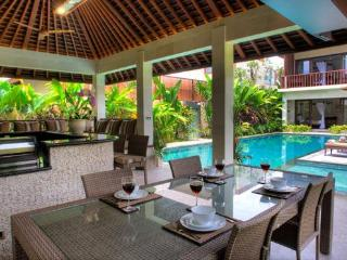 Open Poolside Dining Area