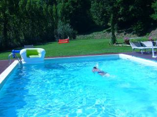The Valley Farmhouse with swimmingpool near Pisa