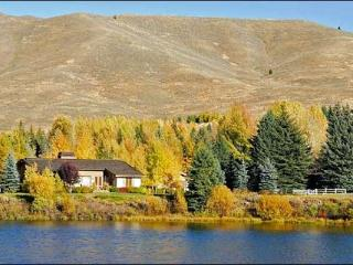 Peaceful Lakefront Location - Beautiful Mountain Views (1122), Sun Valley