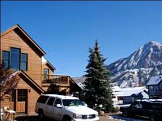 Refurnished Home - Just Blocks Away from Shopping and Dining (1039), Crested Butte