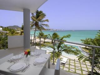 Paradise Found at Las Arenas - Beachfront Luxury!, Simpson Bay