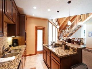 Delightful Deer Valley Townhome - Charming Location, Outstanding Amenities (24476), Park City
