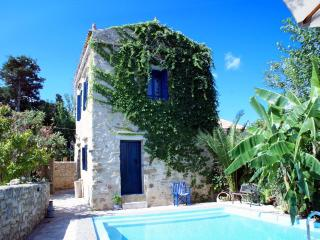 Beautiful luxurious stone Villa Sofas private pool, La Canea