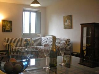 Lovely 2 Bedroom Apartment in Converted Monastery, Sant'Angelo In Pontano