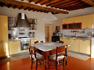 Spacious Tuscan Apartment in 15th Century Palazzo, Sarteano