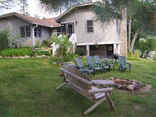 Panoramic lakefront views Large 3bdr. 2 ba. Lodge, Eagle River