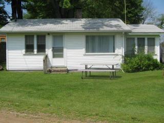 Weekly Vacation Cottage Rental on the lake, Jones