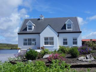 The Wildberry Cottage panoramic views of ocean, Doolin