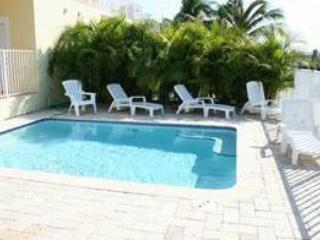 Casa Amarilla, 4/4 with a private pool, # 93, Key Colony Beach