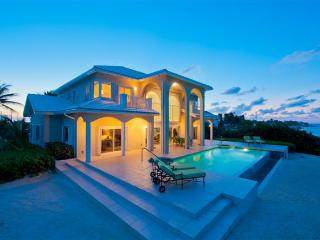 'Sun Cloud' 5BR Oceanfront Villa in Rum Point!