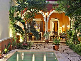 Luxury 3 Bedroom Colonial in Santa Ana, Centro, Merida