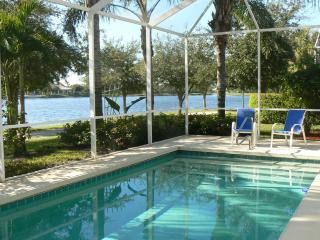 GORGEOUS POOL HOME ON LAKE, Naples