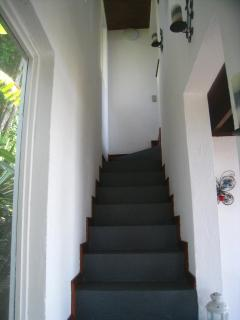 stairway from living room to upstairs bedrooms and bathroom