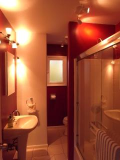 The Bathroom ... Nice and Red!