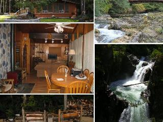 Charming Haida Way Lodge on Little Qualicum River!, Qualicum Beach