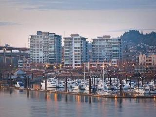 Upscale Condo Waterfront/Downtown PERFECT location