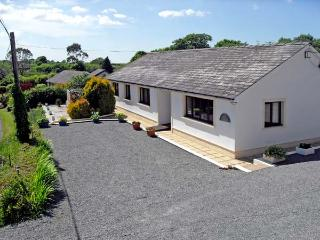 BADGERS BROOK, pet friendly, country holiday cottage, with a garden in