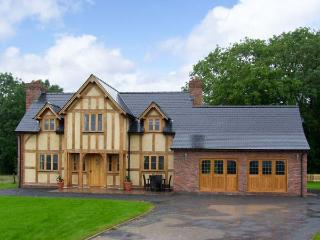 TY NANT, pet friendly, luxury holiday cottage in Aberhafesp, Ref 13553