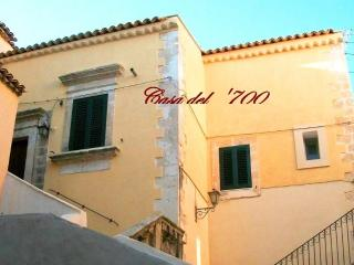 Rooms with private bathroom in period residence 'ideal for couples' Avola centro