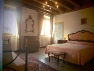 Palazzo Camozzini apt 1 - in the historic city centre