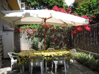 Vatican area lunch in the garden !!  WI FI  A/C