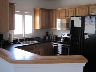 Full Kitchen w/Garbage Disposal, Side-by-Side Fridge, Microwave, Appliances, and Stove