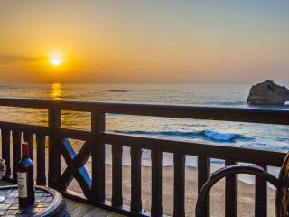 Unwind in your Biarritz Oceanfront Luxury 3BR Apt