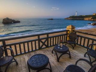 Central beachfront Luxury w/ parking & Terrace, Biarritz