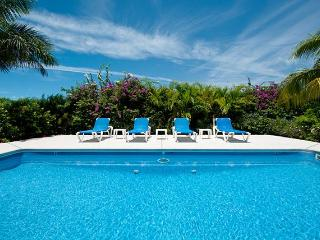 Grace Bay Townhome-HUGE Value-5 Min to the Beach!, Providenciales