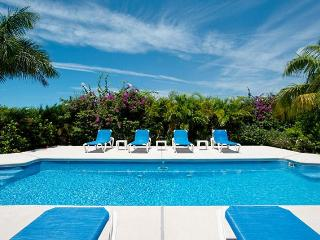 Grace Bay Townhome-Walk to the Beach in 5 min!