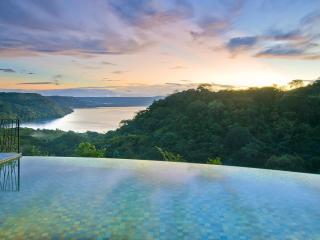 Ocean View Luxury Villa: golf, beach, concierge