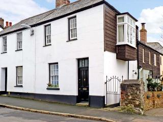 LOWEN PENTY, slate floors, flexible sleeping arrangements, town centre location in Lostwithiel, Ref 13586