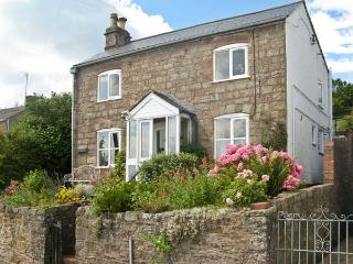 GORDON'S VIEW, lovely cottage with woodburning stove, snug and gardens in