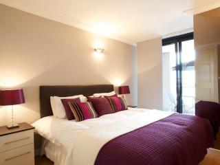 Modern 2 Bedroom in the heart of South Kensington, London