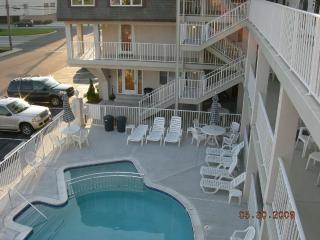 Lovely 1 Bdrm Condo 1st Flr heat pool Beach Block, Avalon