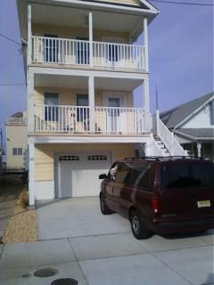 Beautiful Beach Block Ocean View 3 Bd/ 2 Bath