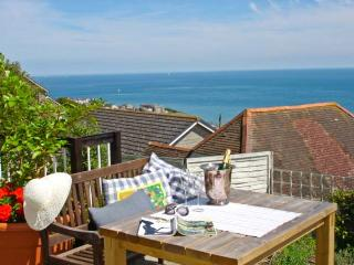 102 GILLS CLIFF, stunning views, king-size bed, decked area overlooking the sea, in Ventnor, Ref 14256
