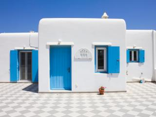 Blue Cactus Villas: New, Modern, Fully-Equipped, Mykonos Town