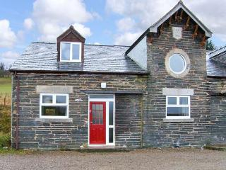 HENDRE ALED COTTAGE 3, romantic retreat, with en-suite bedroom and open plan liv
