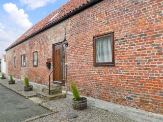 HAYLOFT COTTAGE, barn conversion, with open plan living area, roll top bath, and three bedrooms, in Stokesley, Ref 13999