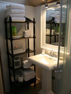 2nd floor bathroom off hallway to bedrooms